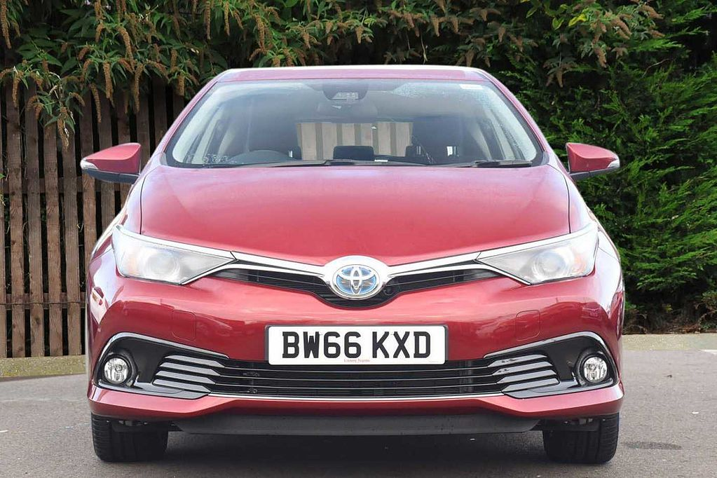 used toyota auris hybrid used hybrids from toyota plus. Black Bedroom Furniture Sets. Home Design Ideas